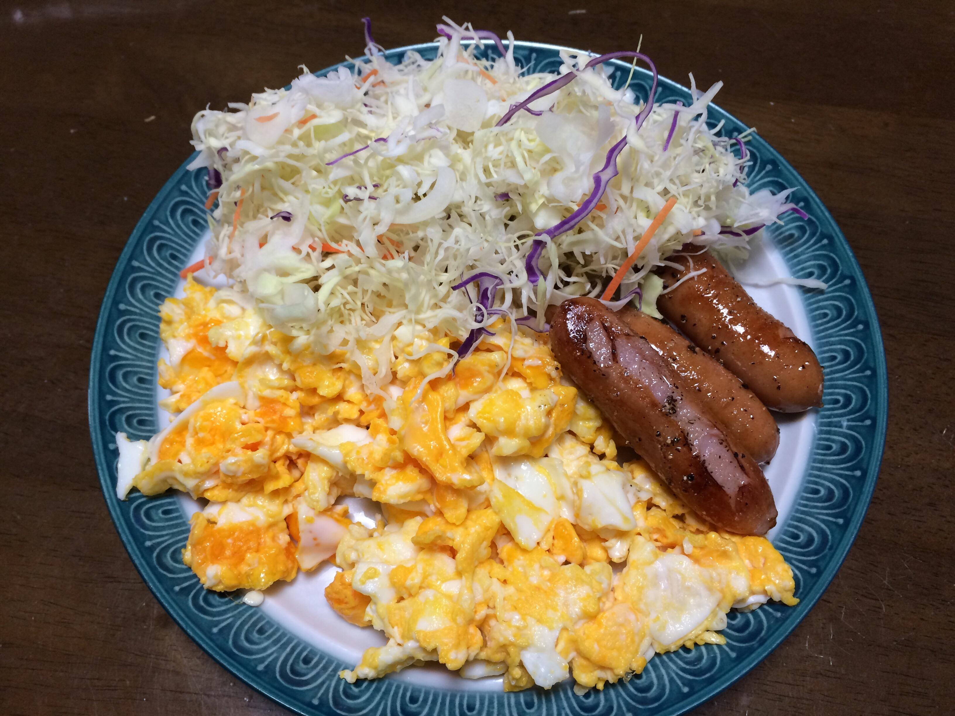 卵とウインナーと野菜
