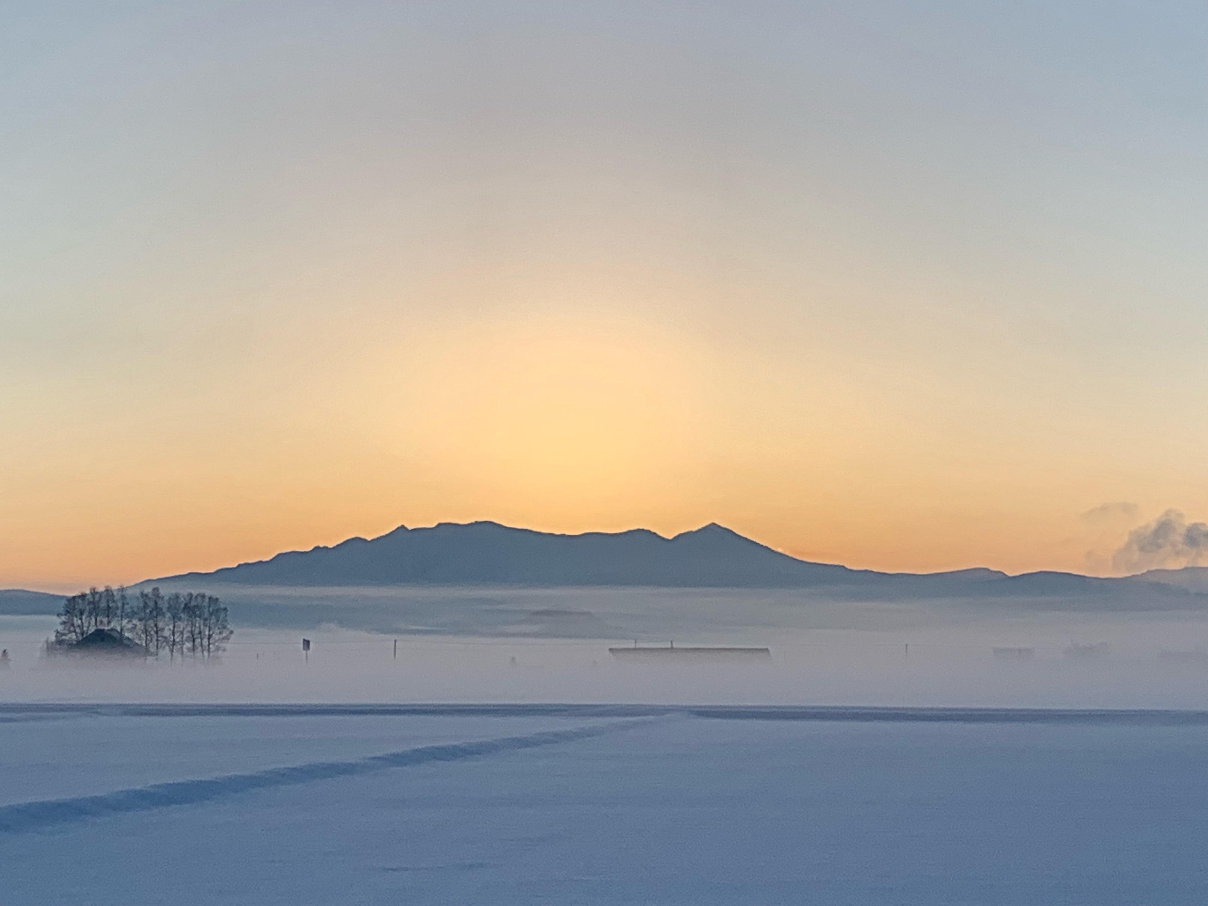 日の出前の大雪山