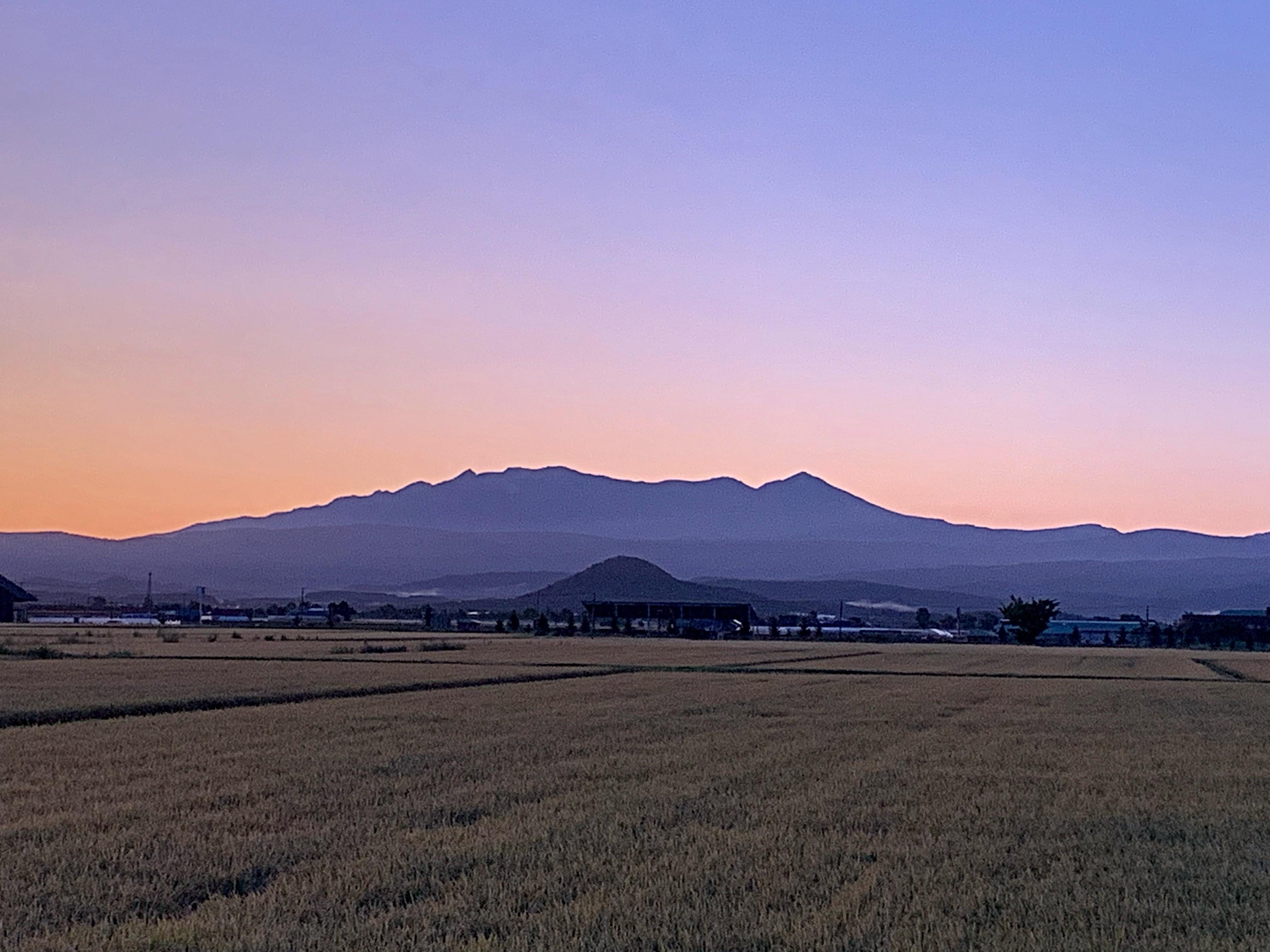 日の出前の朝焼けも綺麗な大雪山